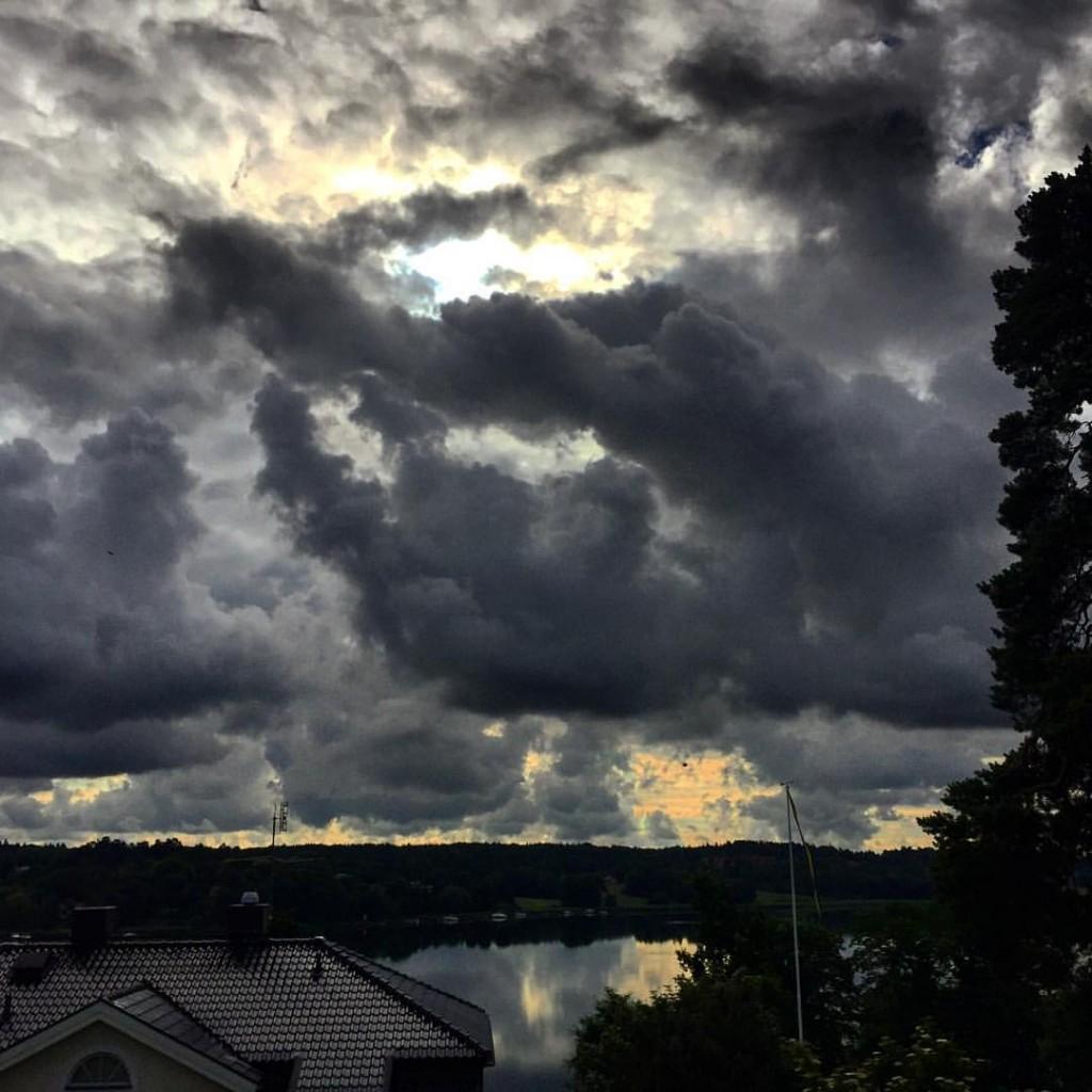 juni-och-dramatiska-himlar